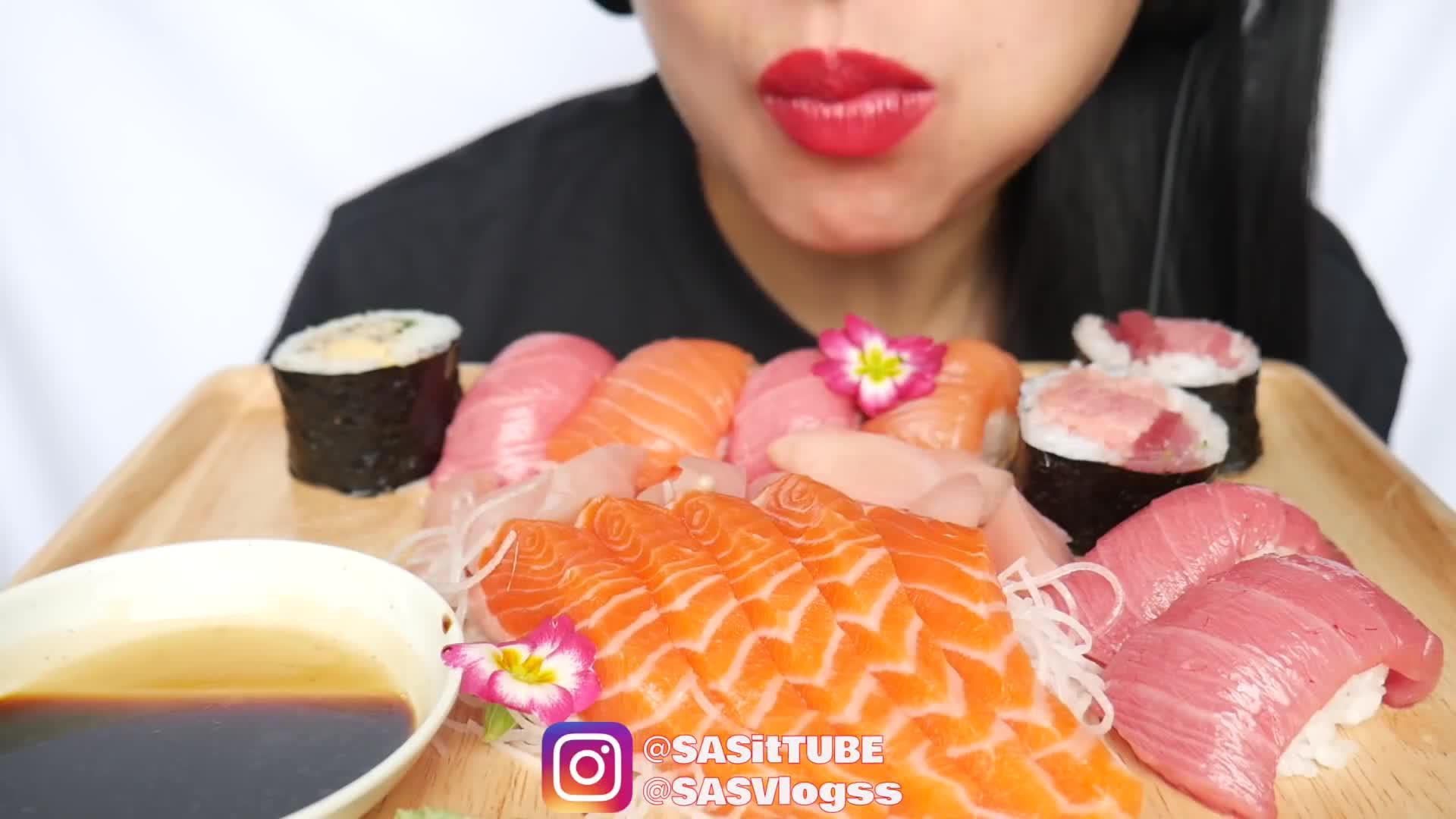 韩国大胃王吃三文鱼刺身,搭配寿司和紫菜卷,一口气吃干干净净!