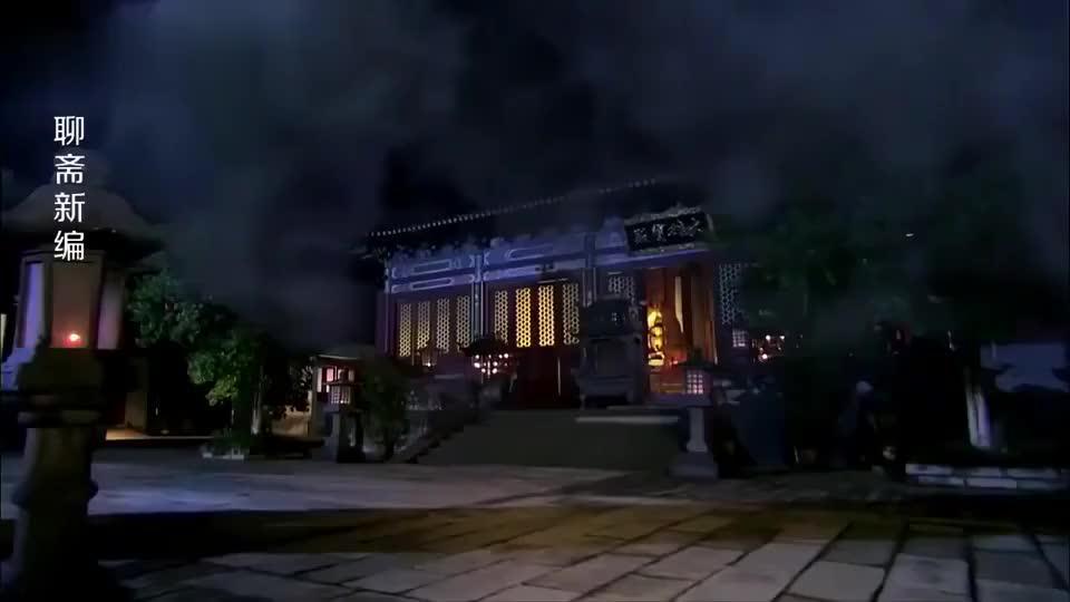 狐妖想偷寺庙内供奉的舍利子,谁知佛像突然睁眼,狐妖吓坏了