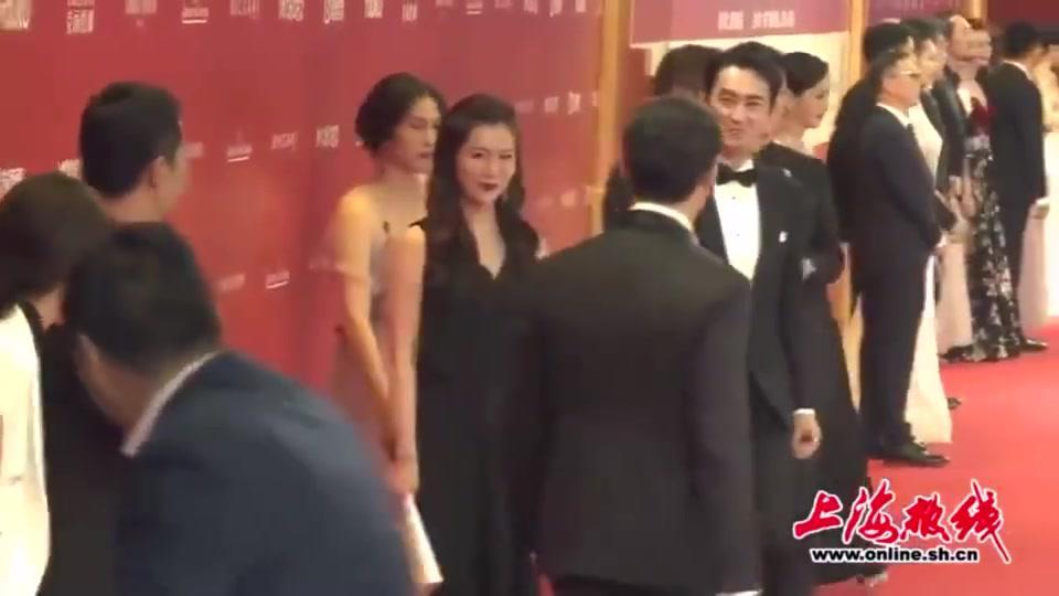 2019上海国际电影节开幕红毯,胡歌一见袁弘,画风都变了