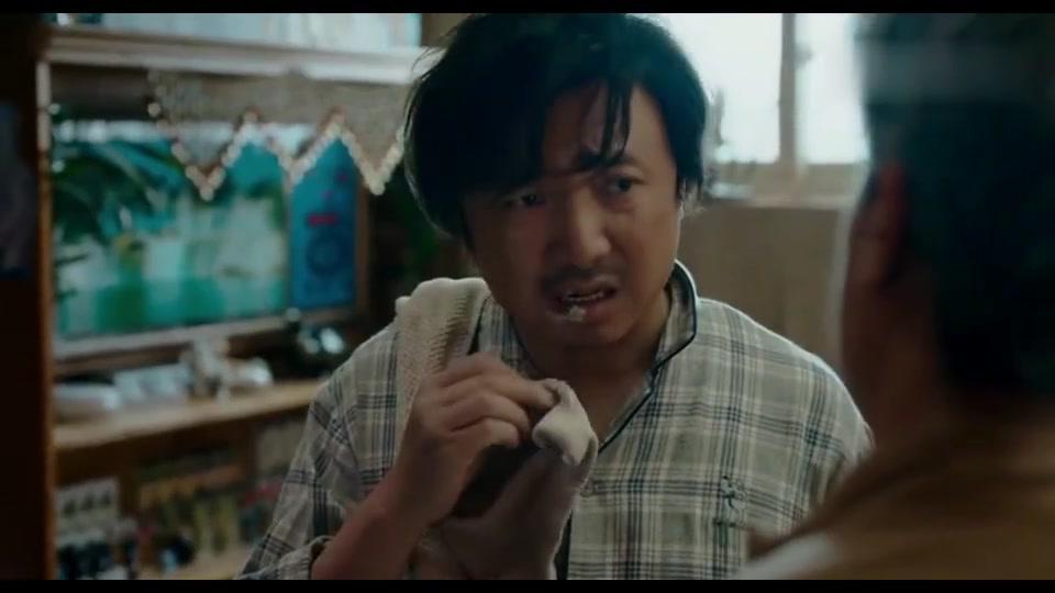 我不是药神:白血病人吃不起药,找到勇哥,求他帮忙走私假药!