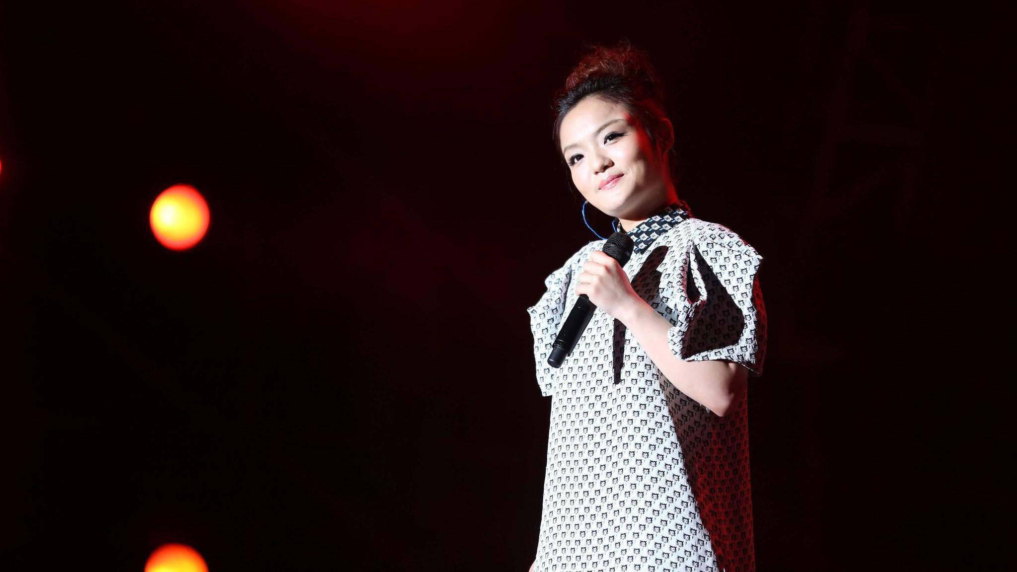 徐佳莹翻唱五月天歌曲《突然好想你》,听得很感动,比原唱都好听