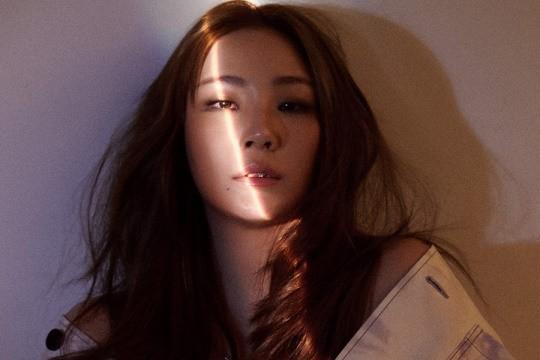 韩国女歌手CL最新杂志封面写真曝光