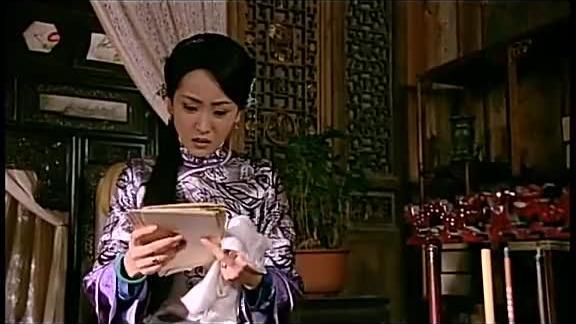 女人发现丈夫以前的信件竟恼火得全都撕碎了妒忌心太强了