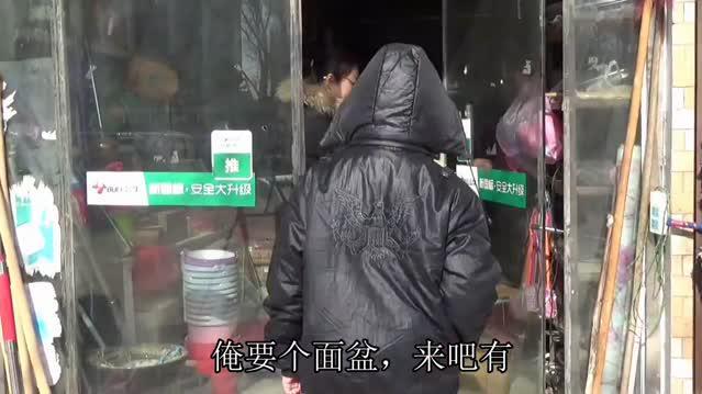 农村媳妇买面盆觉得买贵了,拿回家打算退回去婆婆拦着不让