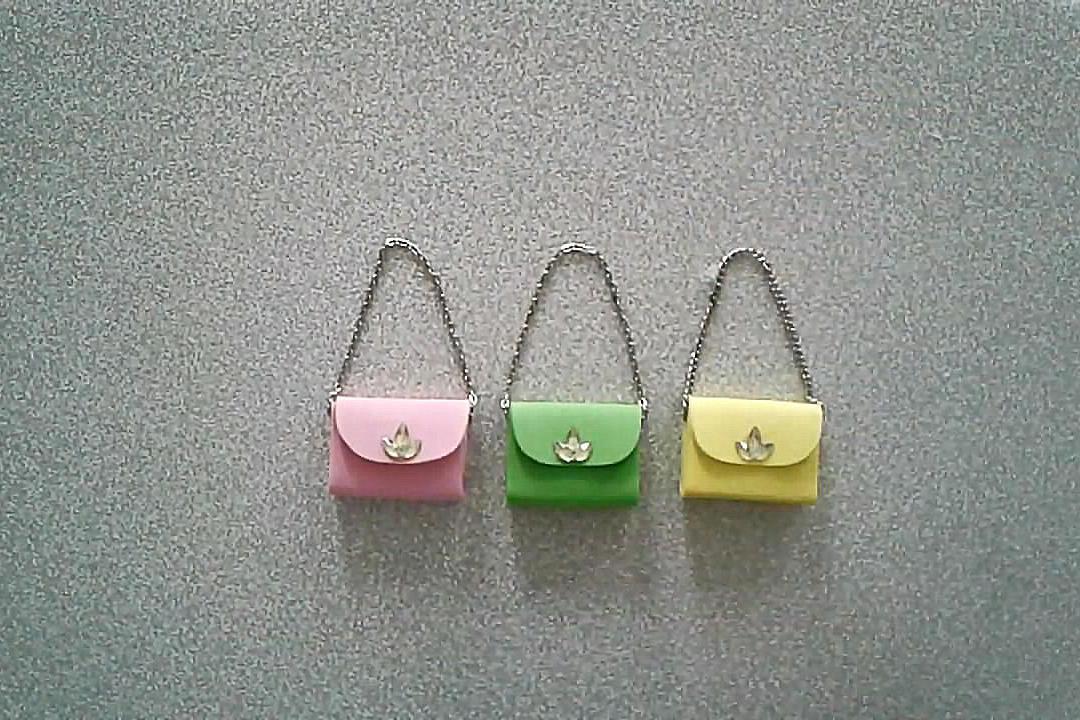 女孩子都喜欢包包,教你一个袖珍斜挎包的制作方法,又萌又可爱!