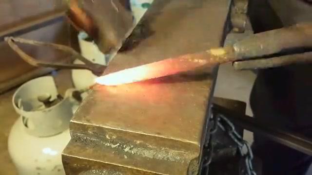 一段很普通的铁条,牛人制作成实用工具,成品至少值几十元