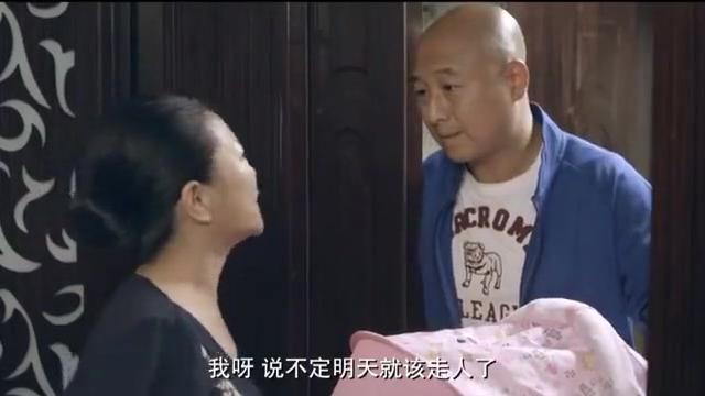 朋友抱孩子来家里,怎料妻子一看孩子的眼睛,和丈夫一模一样