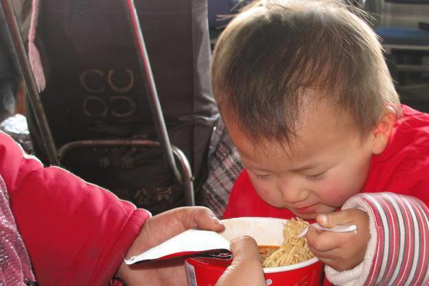 """这5种食物进入""""黑名单"""",宝宝两岁前不要吃,影响孩子健康发育"""