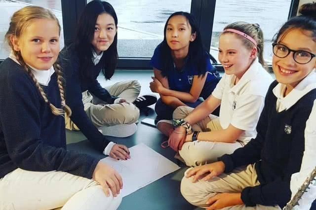 13岁李嫣登上贵族学校官网宣传照,王菲李亚鹏功不可没