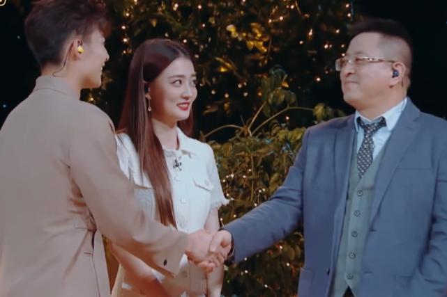 张铭恩第一次见徐璐家长,谁听见徐爸五字评价,这是认了准女婿?