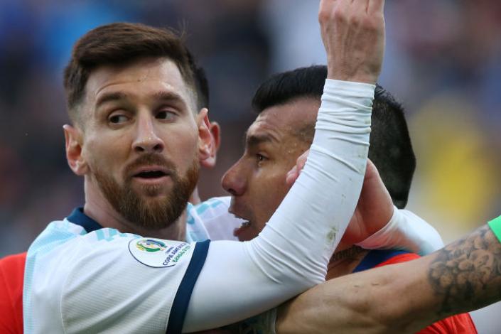 美洲杯-梅西染红阿圭罗破门 阿根廷2-1智利获季军