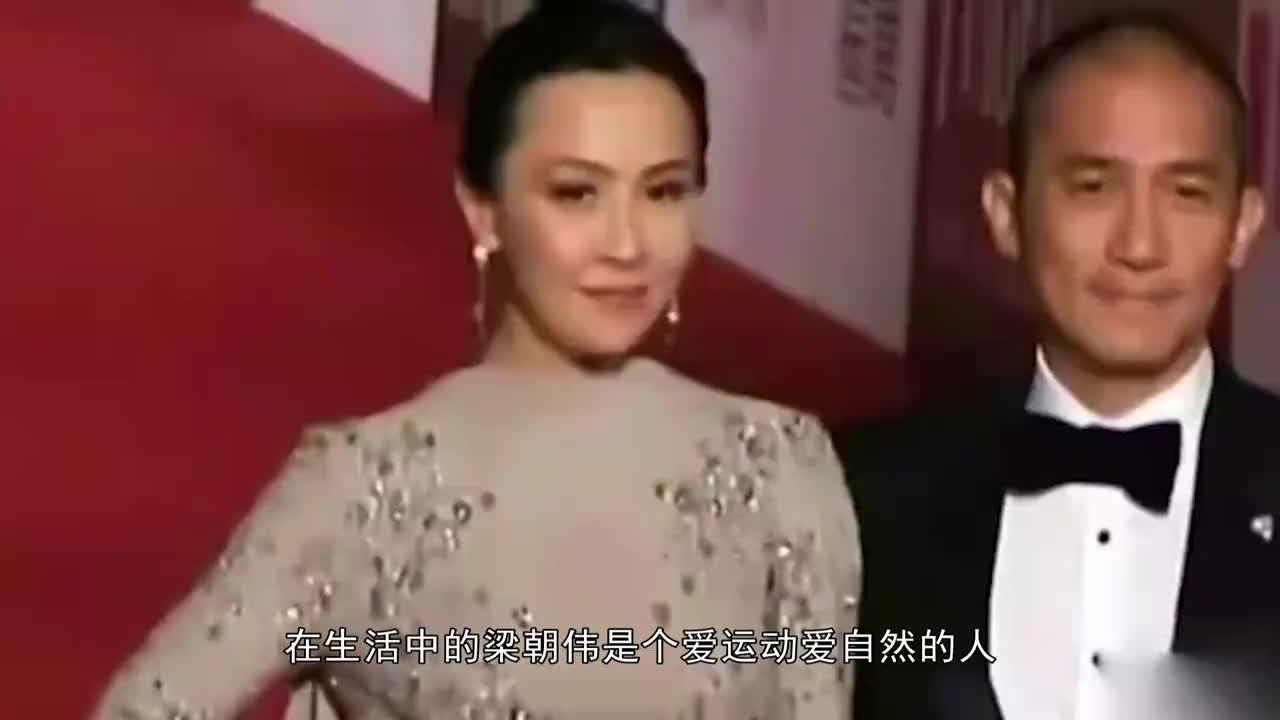 54岁刘嘉玲高调秀恩爱晒梁朝伟学冲浪照片网友好甜