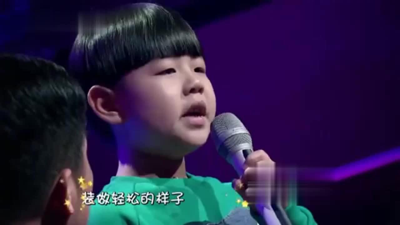 小男孩牵着爸爸的手演唱《父亲》古巨基边听边哭太感人了