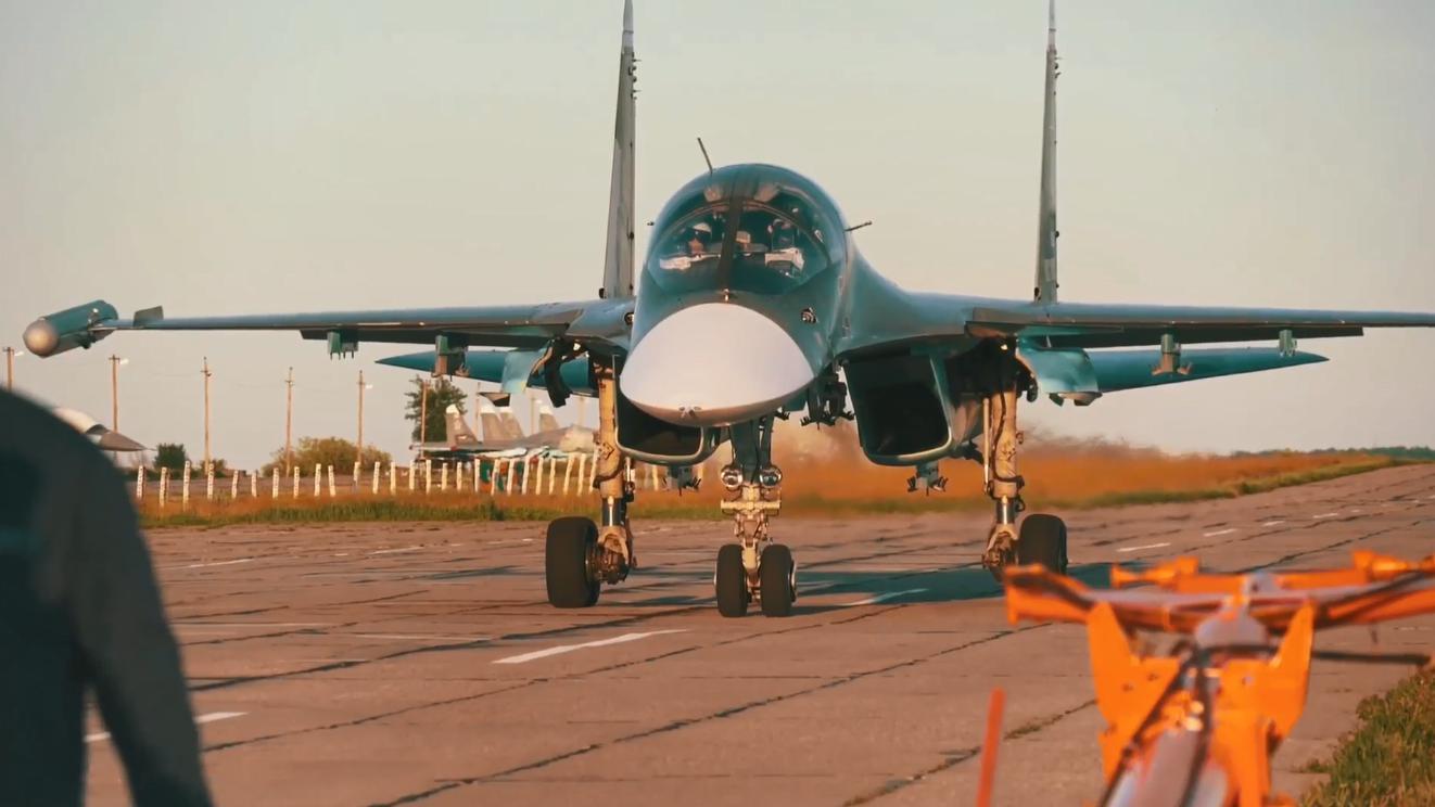 俄罗斯苏-34战斗轰炸机宣传片,超燃的镜头媲美好莱坞大片!