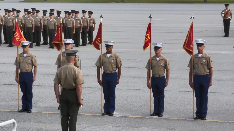 美国海军陆战队亮相,现场观群众一片欢呼!