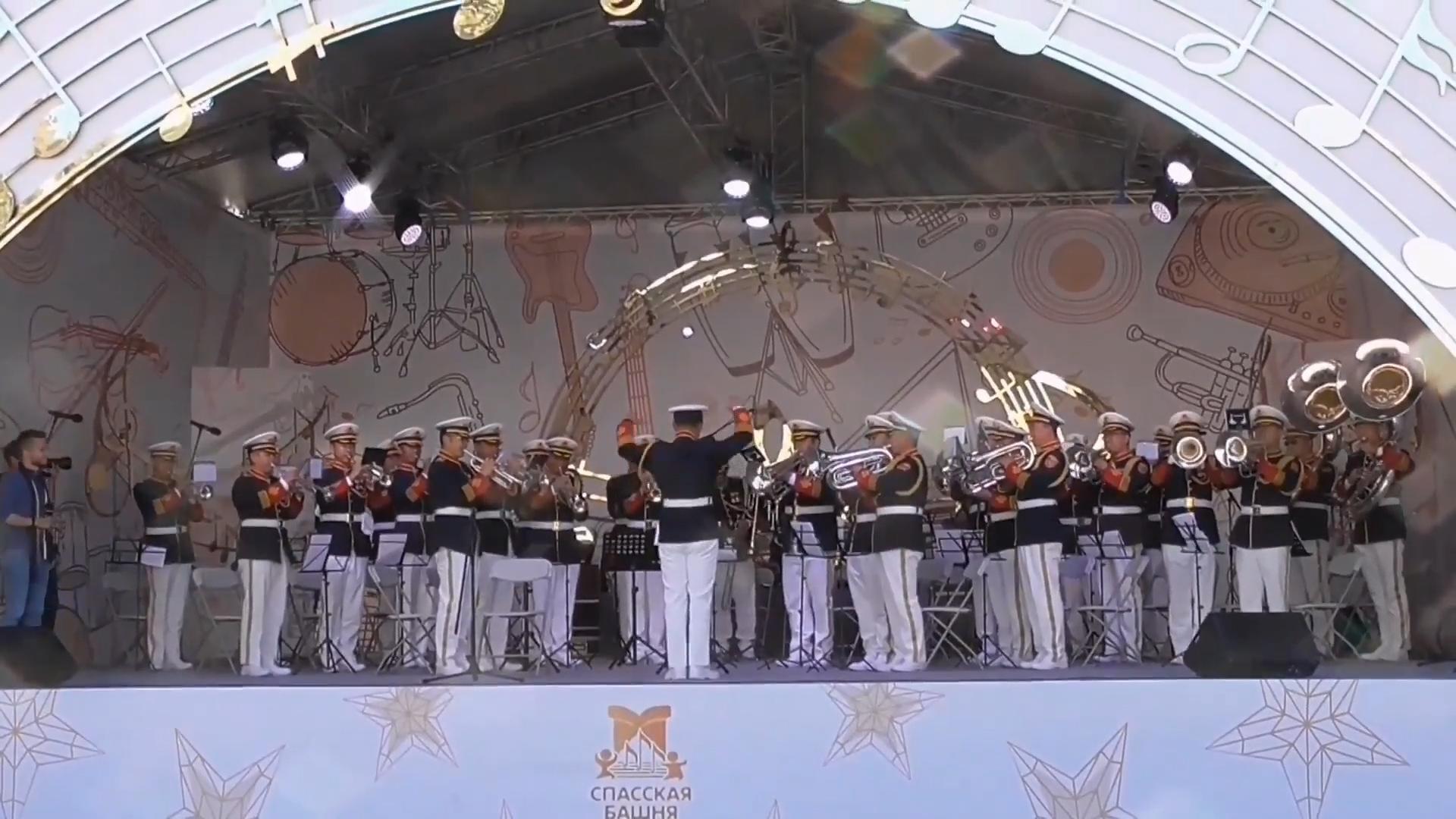 2019莫斯科国际军乐节,解放军演奏俄罗斯国歌,现场响起热烈掌声