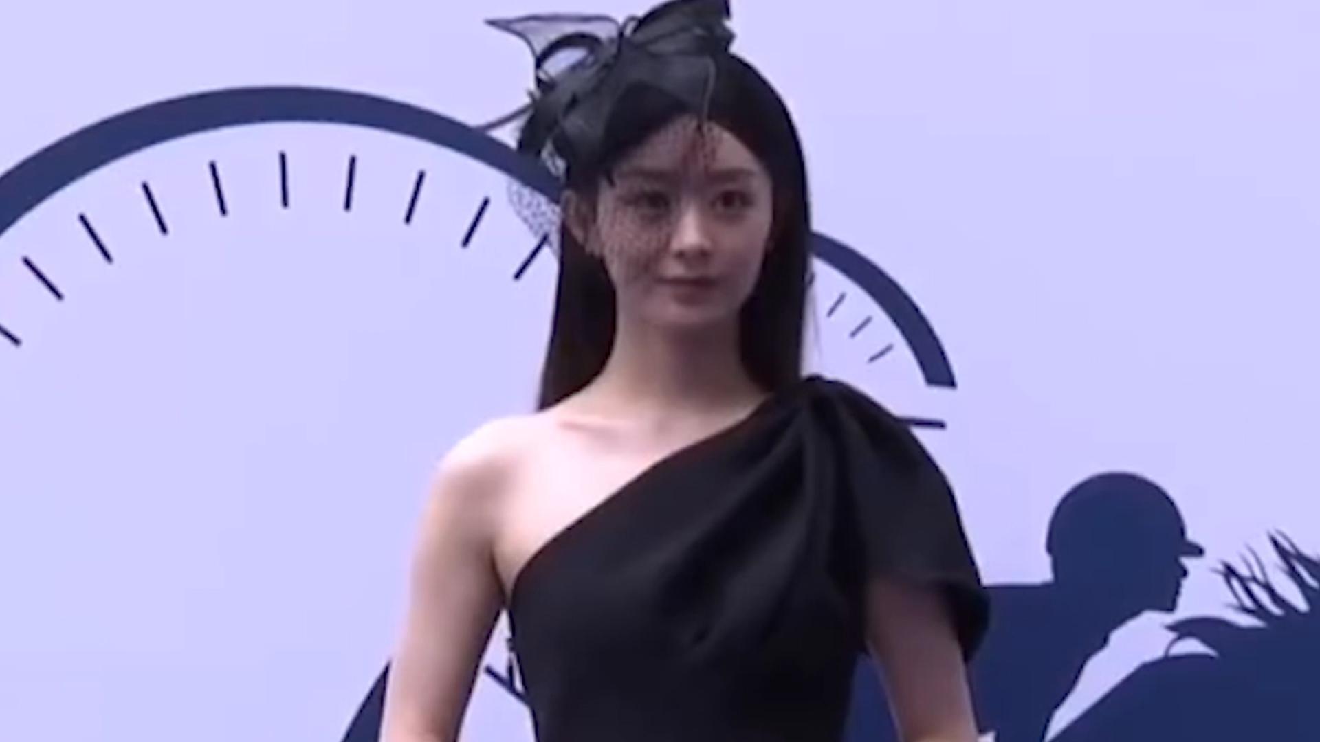 赵丽颖一袭黑裙现身活动,妆发精致略显妩媚,一改产前温婉形象