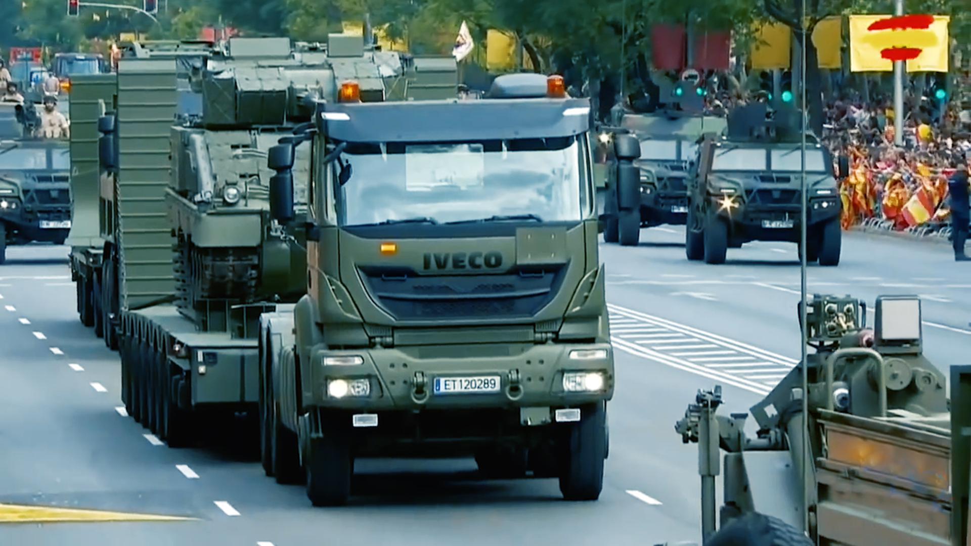 西班牙2019国庆日阅兵,武器装备方队接受检阅!