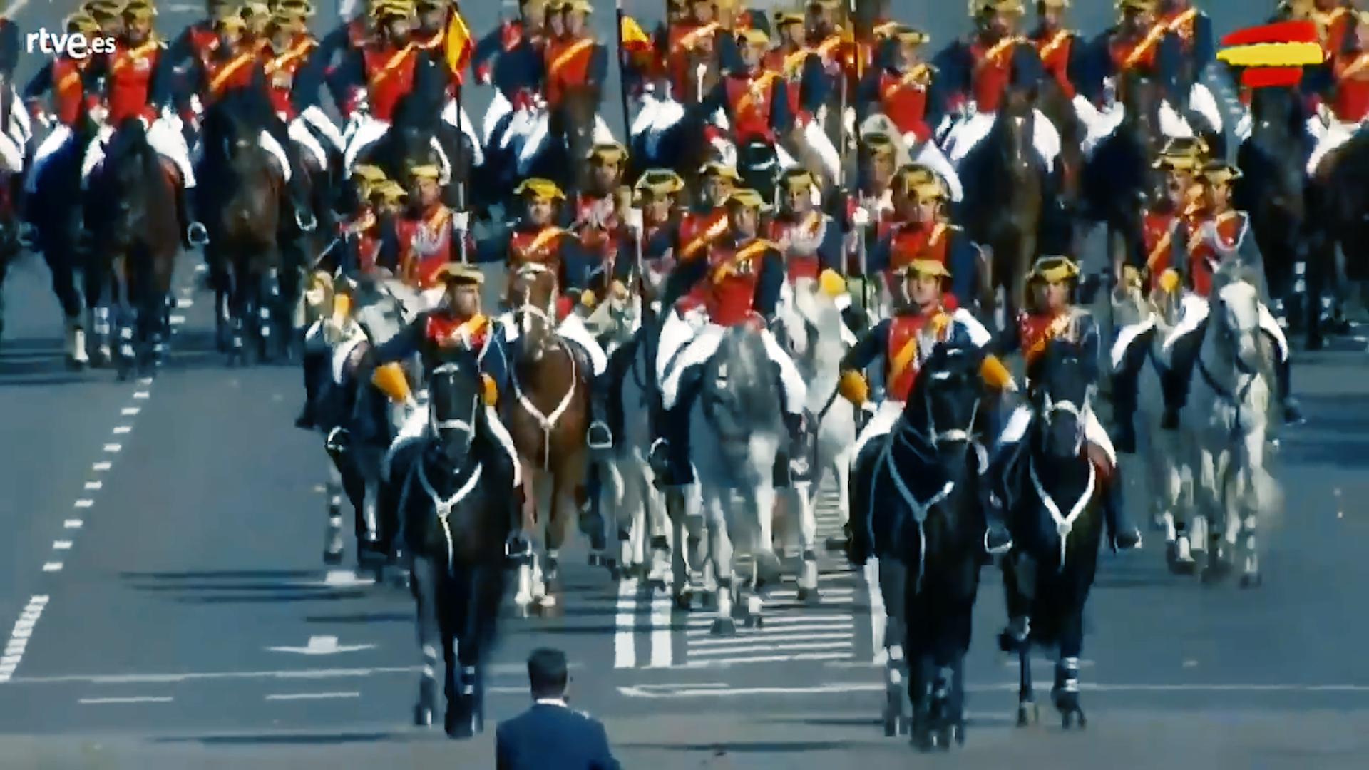 西班牙2019国庆日阅兵,骑兵方队接受检阅全过程!
