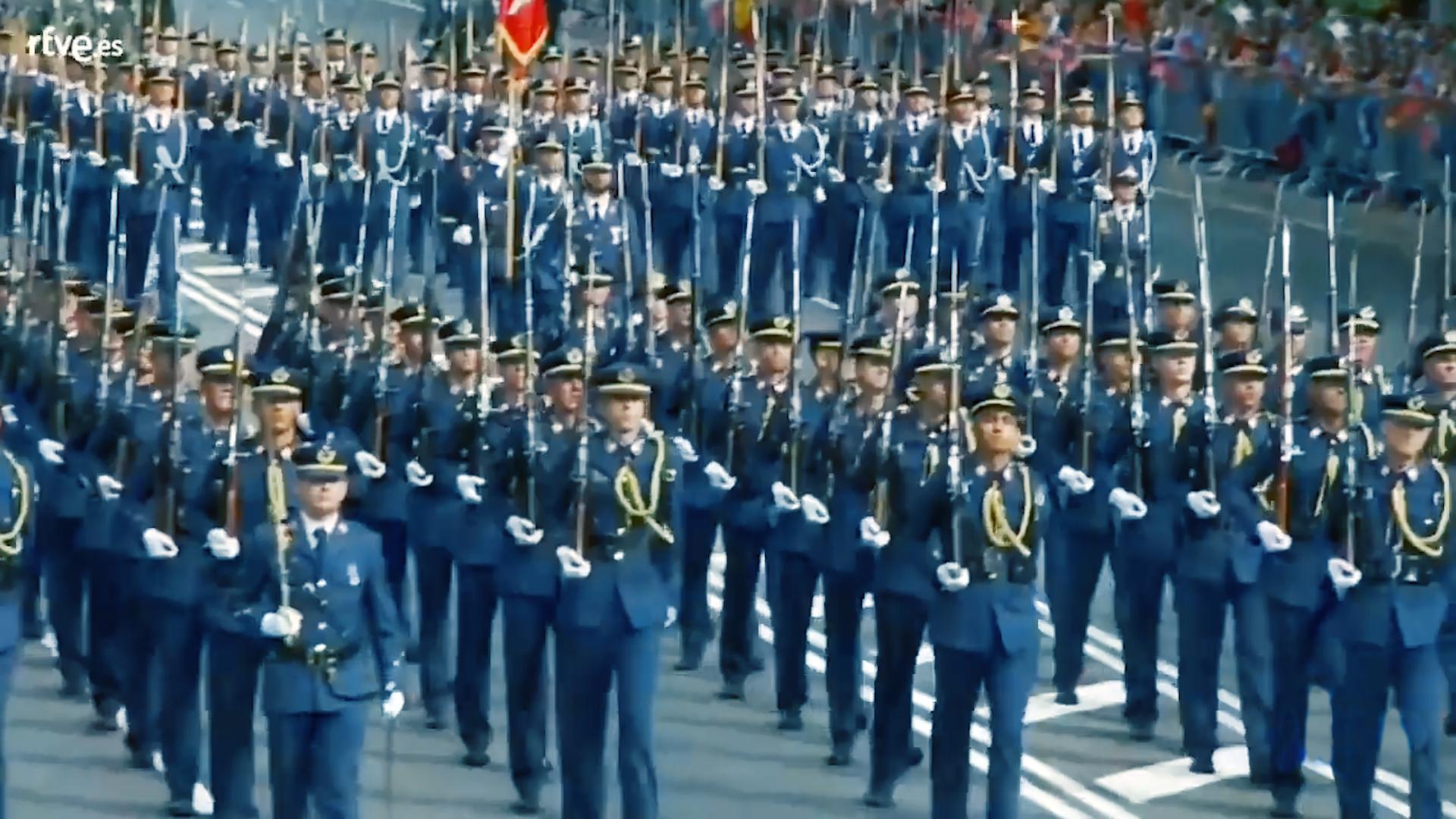 西班牙2019国庆日阅兵,徒步方队接受检阅全过程!