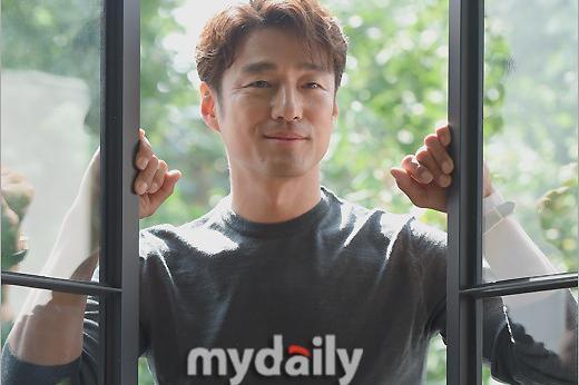 韩国艺人池珍熙出席《60天,指定幸存者》终映访谈