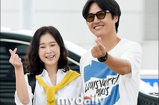 韩国明星夫妇尹尚贤Maybee飞往越南拍杂志写真