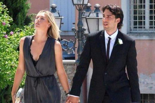 32岁莎娃仍未婚!网坛姐弟恋引轰动但被出轨,如今与富商在一起