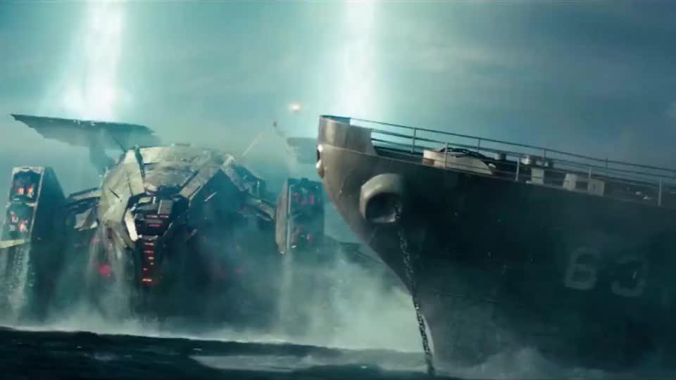 外星人入侵地球人类同仇敌忾在海上战斗炮弹满天飞