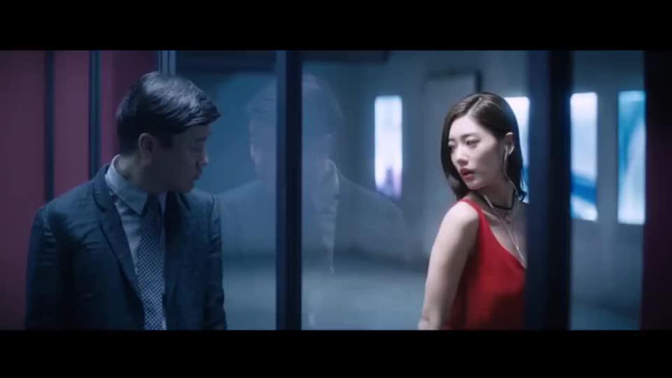 情圣李成敏隔着玻璃撩肖央肖央瞬间有一种恋爱的感觉