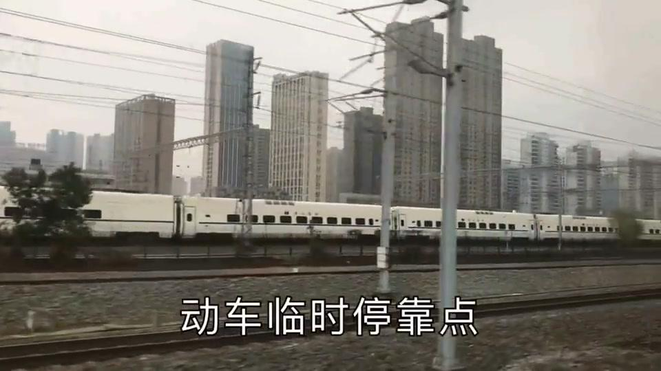 实拍下午五点,列车上途经湖北武汉时拍摄到两边的画面