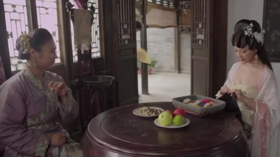 王婆让潘金莲为她做寿衣,借此机会把西门庆叫了过来!