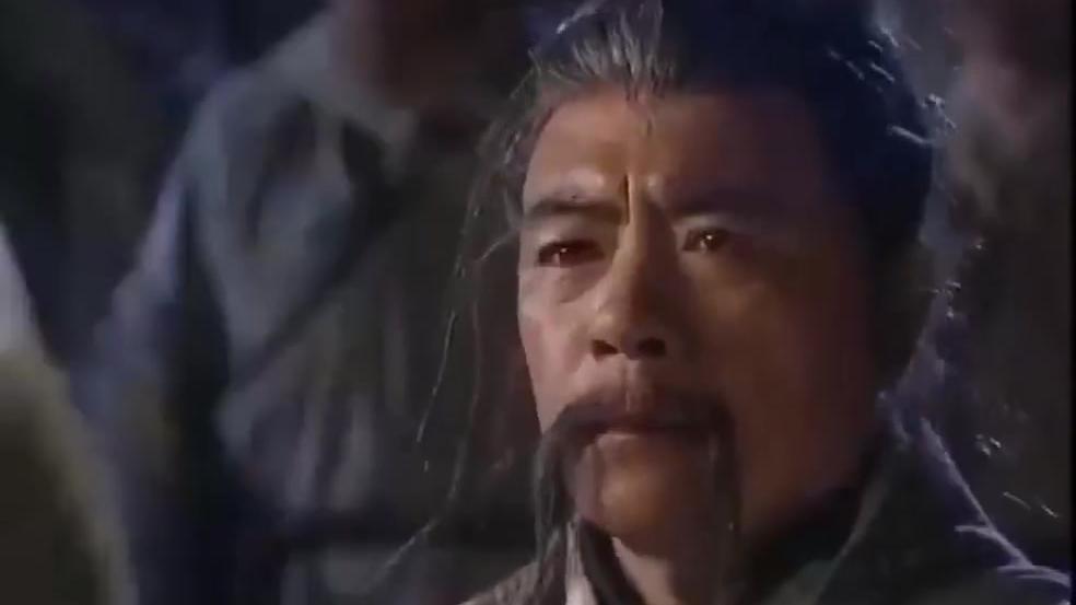 岳不群被仇家追杀,忍无可忍亮出了神秘剑法!
