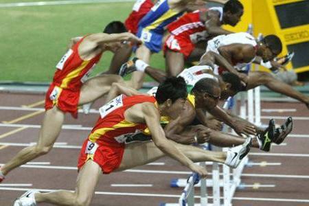 110米栏选手跑100米有多快?刘翔10秒40左右,世界最快9秒99