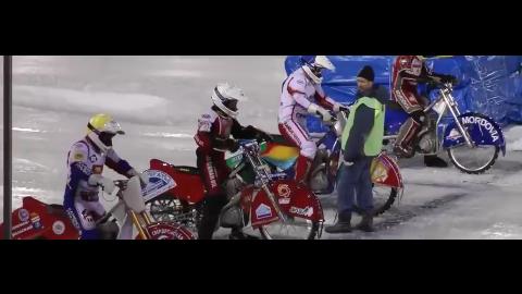 摩托车在结冰的赛道上比赛看过没有看看速度能有多快