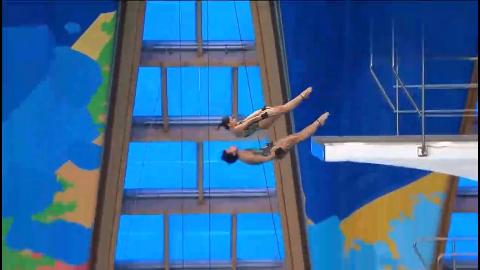 巴西队跳水:俩运动员一壮一瘦,入坑水花四溅,教练都看不下去