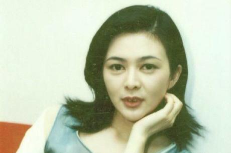 80年代女星关之琳,罕见生活老照片,《黄飞鸿》里最美的十三姨