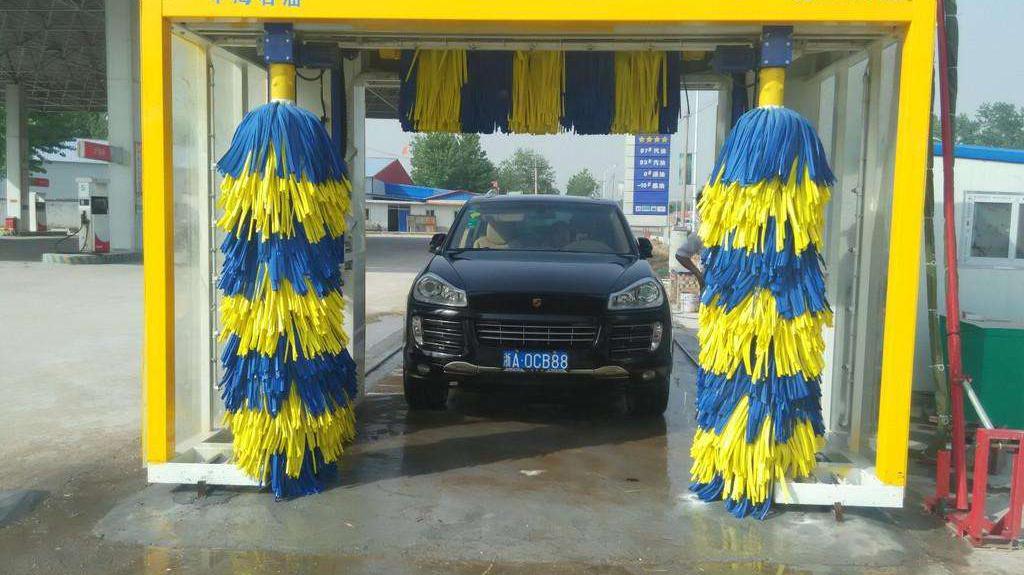 加油站的全自动洗车机能用吗?会不会刮伤车漆?一次给你讲清楚