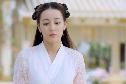 迪丽热巴范冰冰都hold不住的这款发型,赵丽颖凭小圆脸取胜?