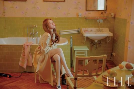 韩国女艺人李圣经最新杂志写真曝光