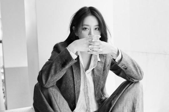 韩国女艺人李惠利最新时装杂志写真曝光