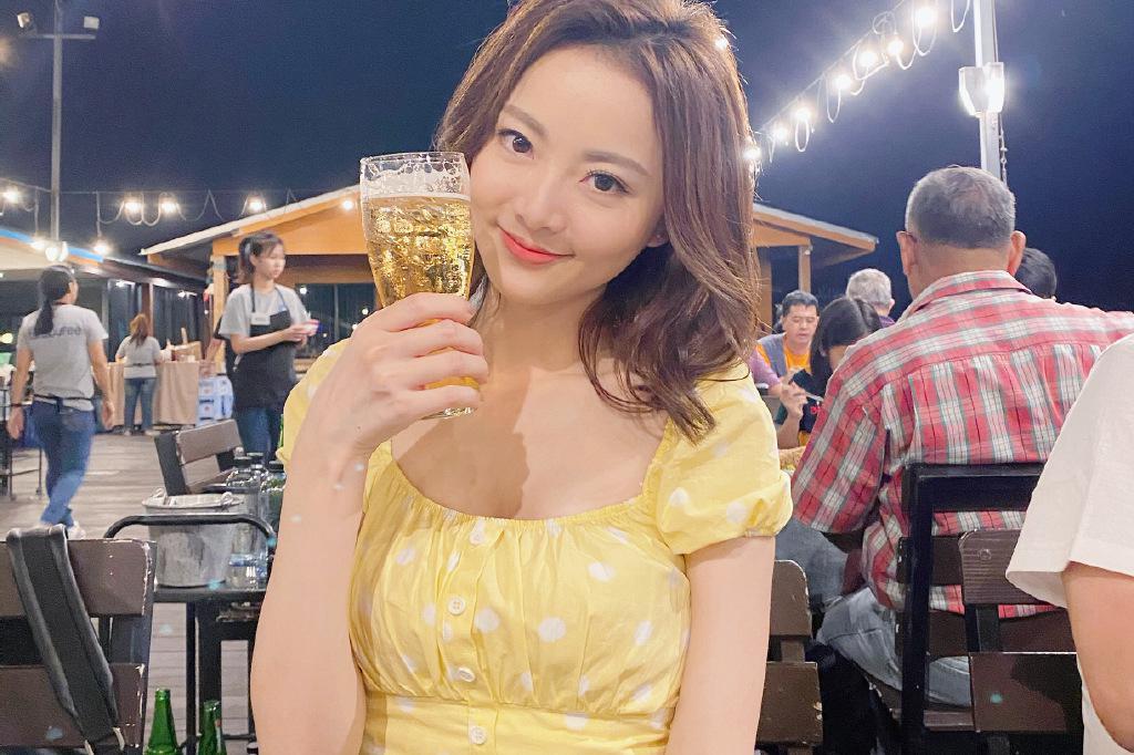 香港小姐王卓淇迷人写真美照欣赏