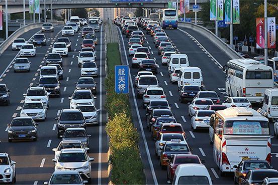 七成车企上半年难盈利 新能源车企成新增长极