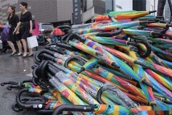 三十万共享雨伞借了不还,以为占了大便宜,殊不知创始人乐开了花