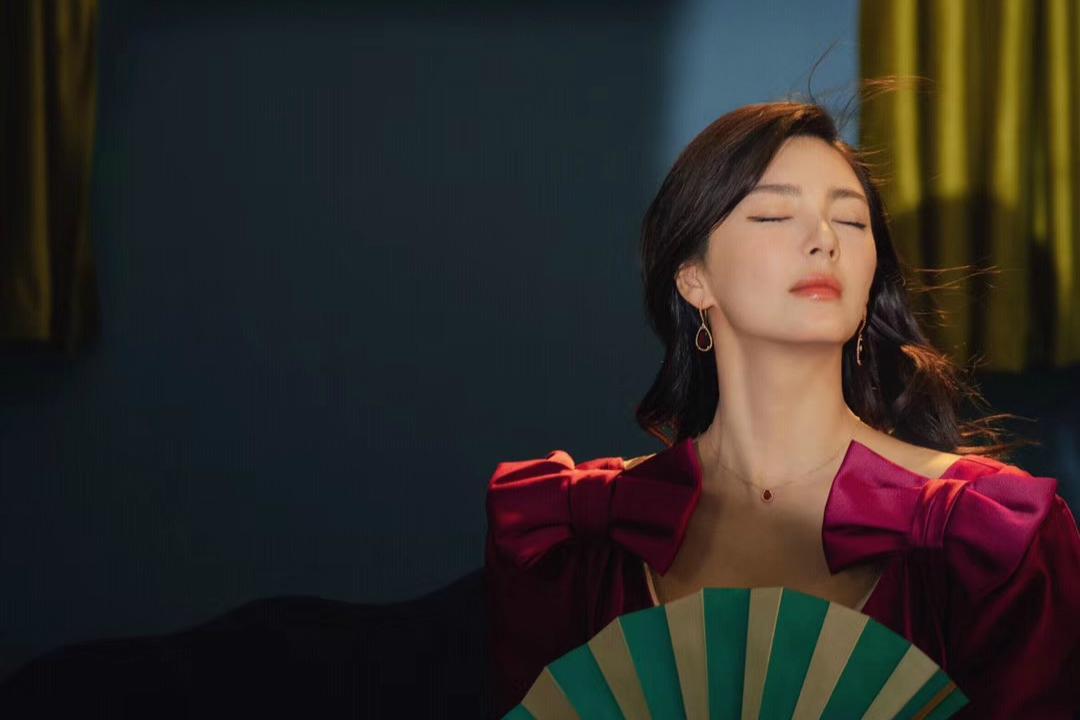 北京台春晚发文调侃张雨绮,尺度确实有些大,后期只能做遮拦