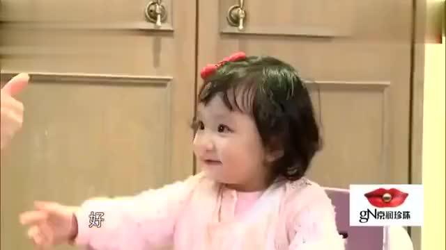 张丹峰不在家,一大桌美食洪欣不让彤彤吃,着急的彤彤太萌了!