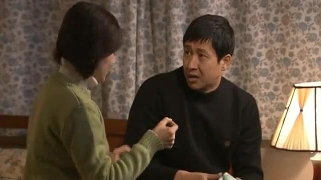 妻子用试纸测怀孕,丈夫得知妻子怀孕,开心极了