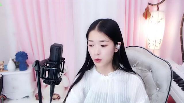 云南姑娘九儿演唱民族歌曲《乌兰巴托的夜》唱得太有感觉了!