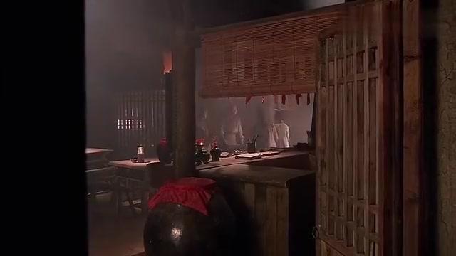 武二爷就是有大侠范,自己在好酒好肉吃着,让官差门口等着