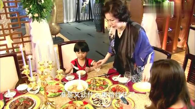 一家人做好饭菜等丈夫回来,不料打电话都没人接,妻子很无奈!