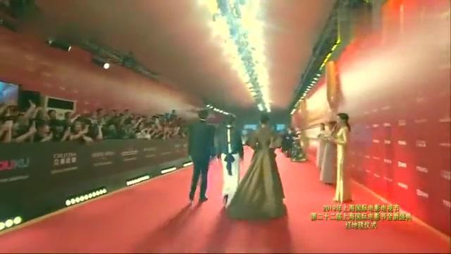 雷佳音汤唯亮相第22届上海电影节金爵盛典红毯